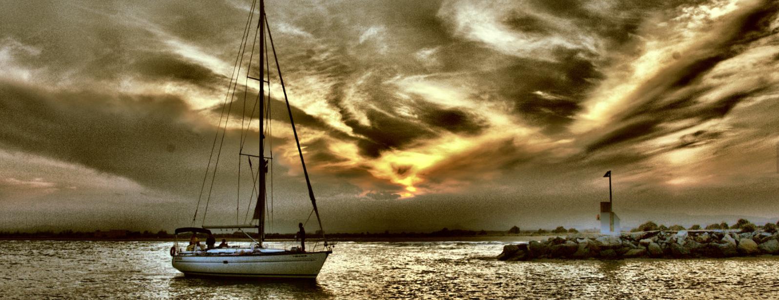 barco compartido en Roses